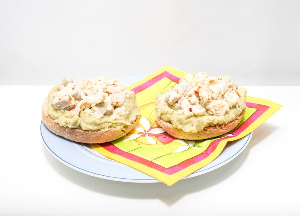 English muffin/ guacamole/ ceviche de poisson